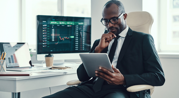 Want To Become A Day Trader? Here Are The Pros And Cons